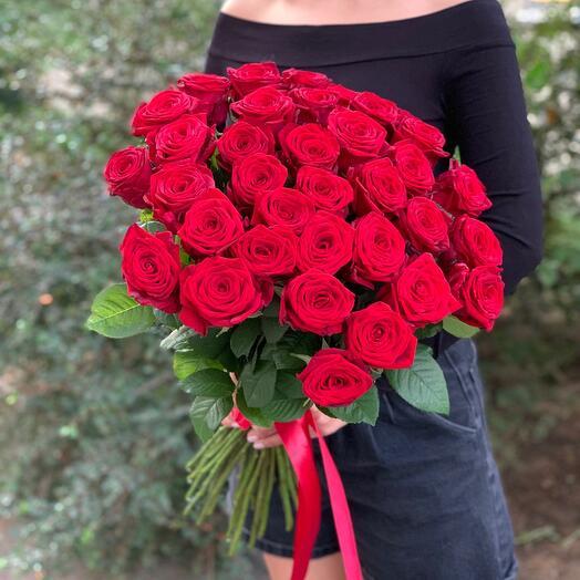 35 роз красных 60 см, «Red Naomi»