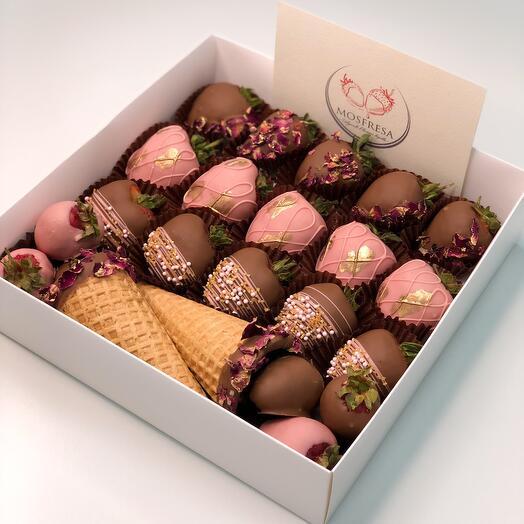 "Chocolate-covered strawberries ""Sweet flower garden""🌸"