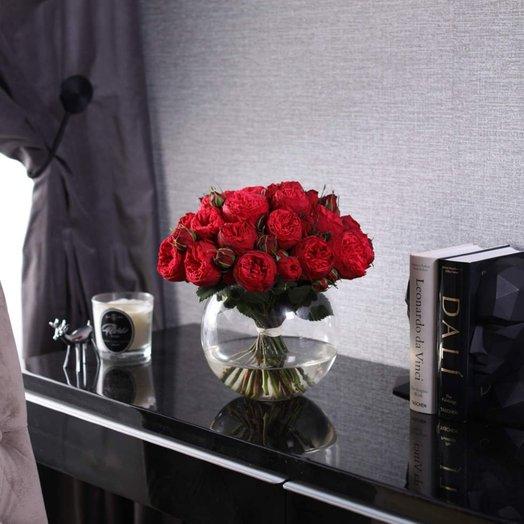 Букет из 25 роз Red Piano в вазе