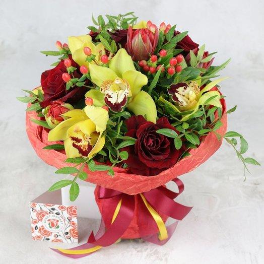 Букет из орхидеи роз и гиперикума: букеты цветов на заказ Flowwow