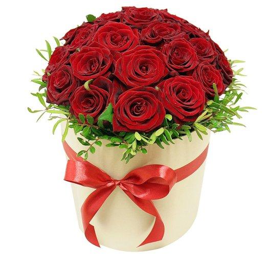 Коробочка с розами ГранПри: букеты цветов на заказ Flowwow