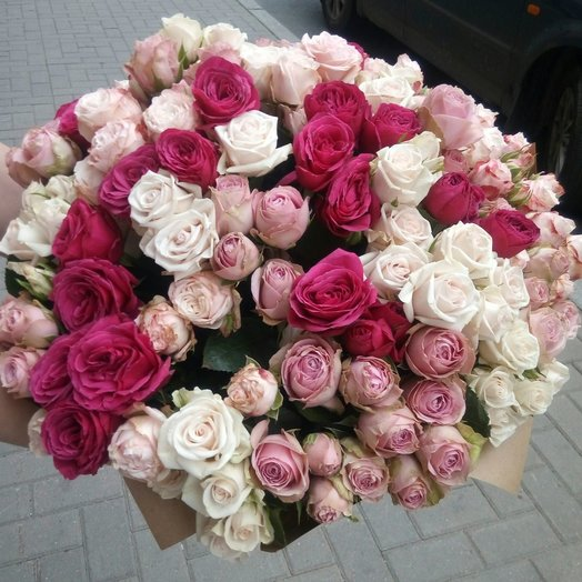 35 кустовых роз: букеты цветов на заказ Flowwow