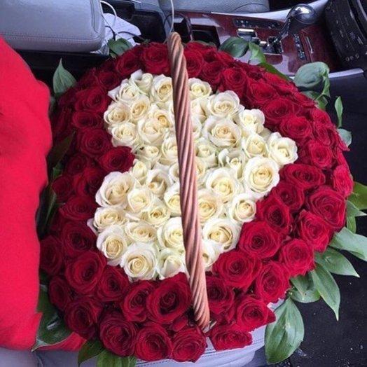 Корзины с цветами. Розы. Сердце из роз. 101 роза. N70
