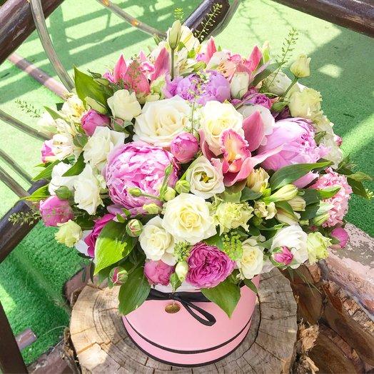 Коробка с пионами ,орхидеями и розами: букеты цветов на заказ Flowwow