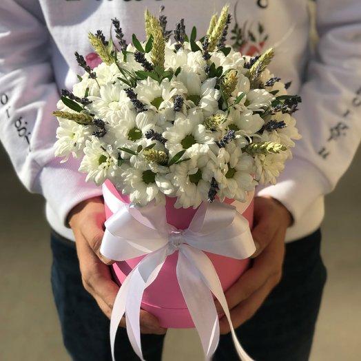 Коробки с цветами. Хризантемы Белая. Колоски Пшеницы. Лаванда. N220: букеты цветов на заказ Flowwow