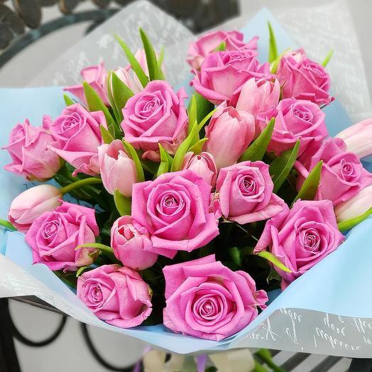 Букет из розовых роз и тюльпанов: букеты цветов на заказ Flowwow