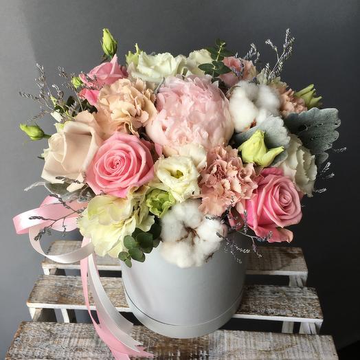 Коробочка дня, с пионом: букеты цветов на заказ Flowwow