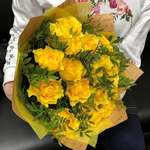 Желтая роза 19 шт с писташ. N252