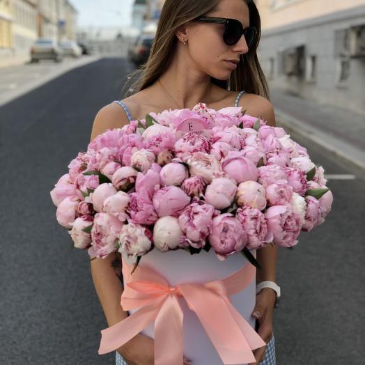 101 пион Сара в коробке: букеты цветов на заказ Flowwow