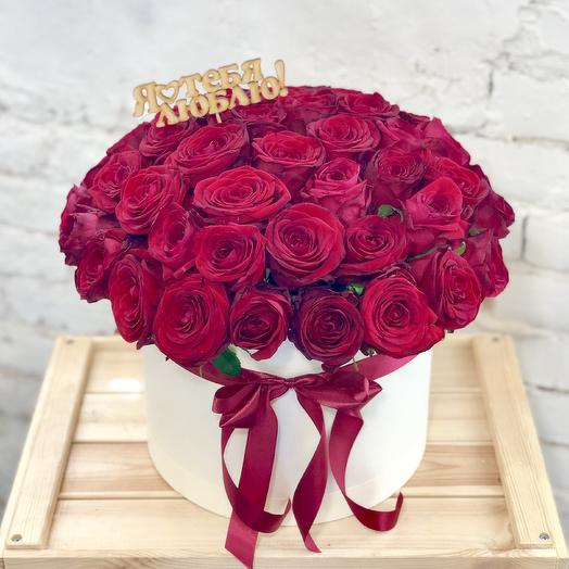 51 red roses in a hat box