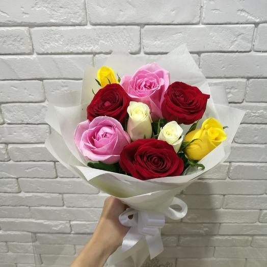 Букет из 9 разноцветных роз