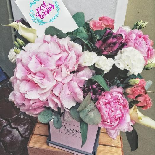 Композиция в розовой гамме с гортензией: букеты цветов на заказ Flowwow