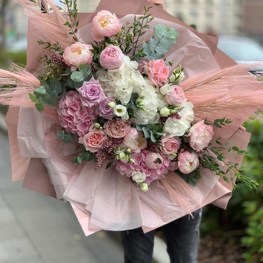 Огромный букет с гортензией и садовыми розами: букеты цветов на заказ Flowwow