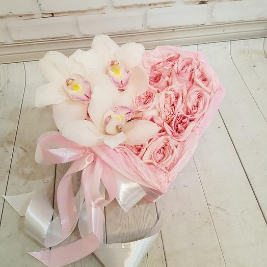 Романтичное сердце с пионовидными розами: букеты цветов на заказ Flowwow