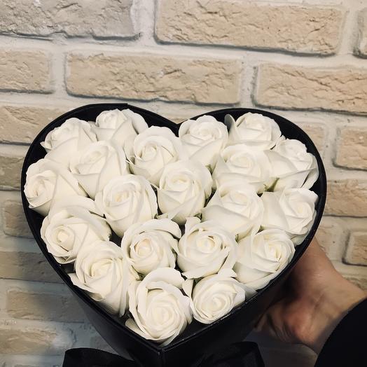 Сердечко из роз и сладостей: букеты цветов на заказ Flowwow