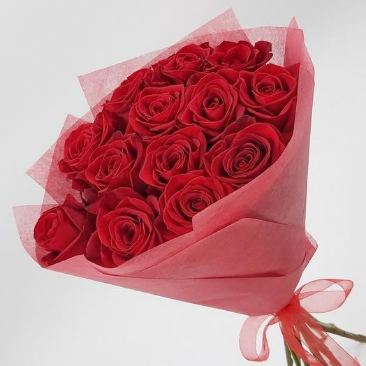 13 красных эквадорских роз с оформлением