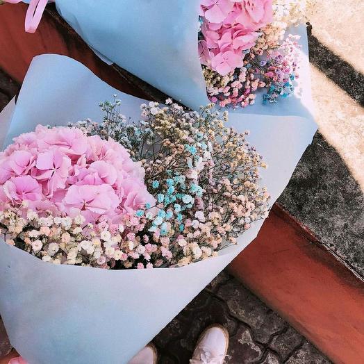 Гортензия с радужной гипсофилой: букеты цветов на заказ Flowwow