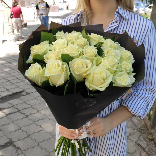 Белые крупные розы