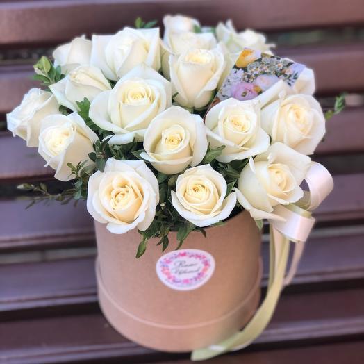 Цилиндр с белыми розами
