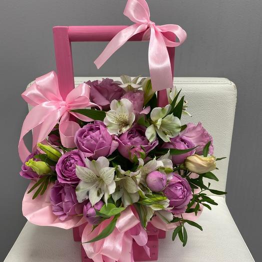 Ящик с эустомой и Пионовидная кустовой розой