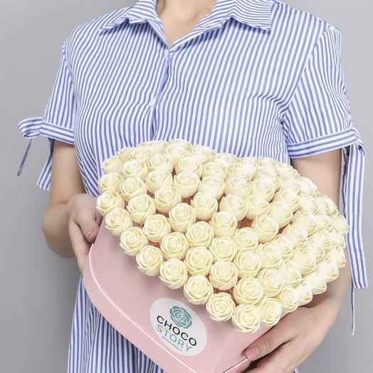 Шляпная коробка-сердце из 87 шоколадных роз S87-R-B