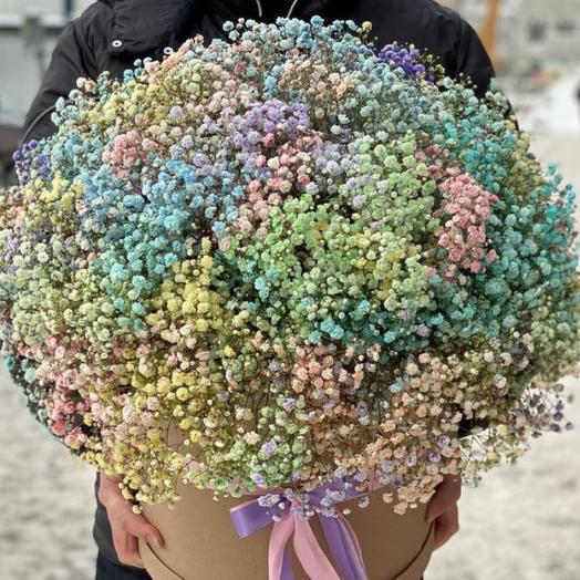 Цветы в коробке из радужной гипсофилы