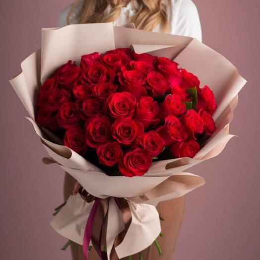 Букет из 35 элитных красных роз