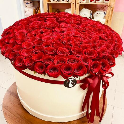 101 роза в коробе