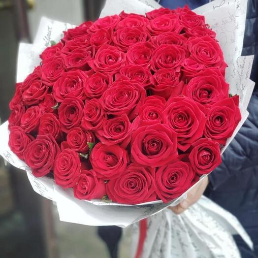 51 роза в белом крафте