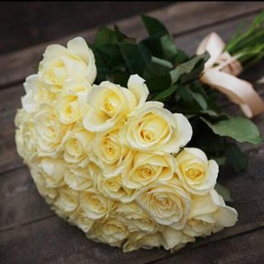 Букет 31 роза Аваланж