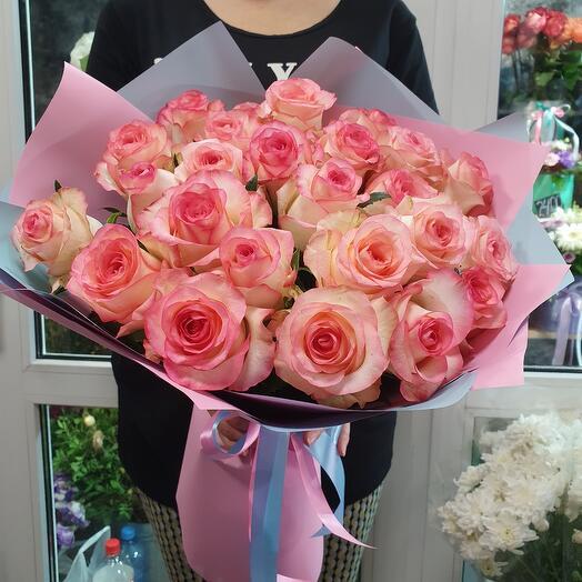 Bouquet of 25 Jumilia roses