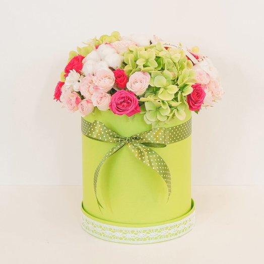 Шляпная коробочка с кустовой розой и гортензией: букеты цветов на заказ Flowwow