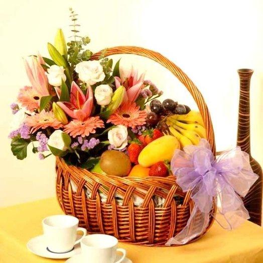 Корзина Цветофрукт: букеты цветов на заказ Flowwow