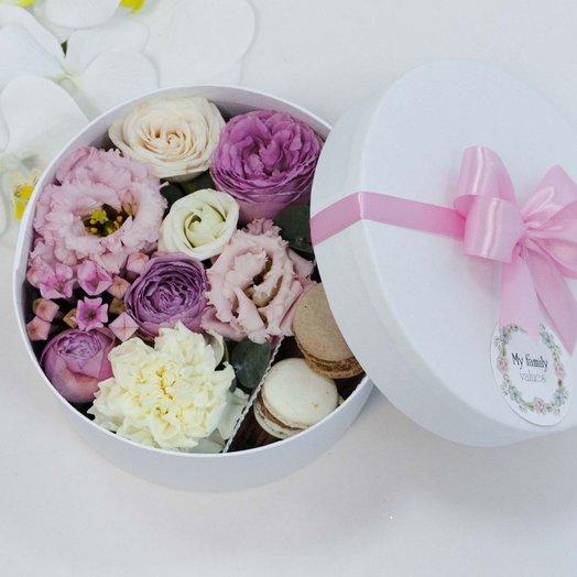 Цветы и макаруны 0107: букеты цветов на заказ Flowwow