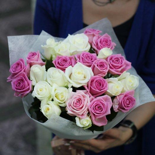 Букет из розовых и белых роз: букеты цветов на заказ Flowwow