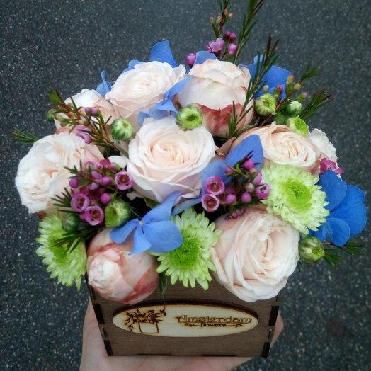 Нежный букет в деревянном ящике: букеты цветов на заказ Flowwow