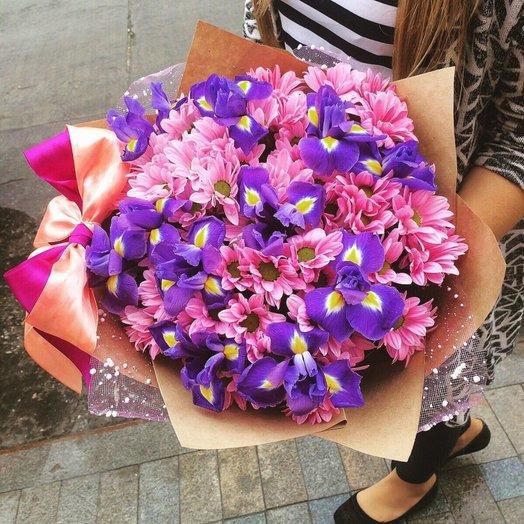 Ирисы и хризантема: букеты цветов на заказ Flowwow