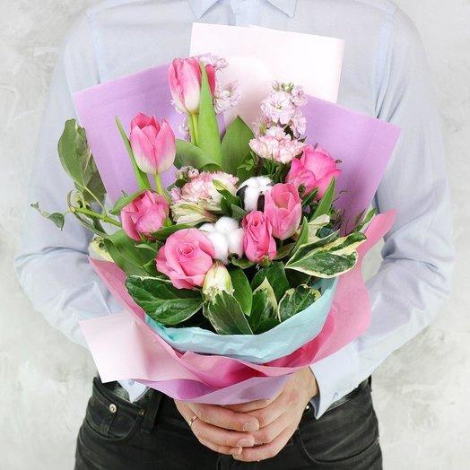 Букет из роз гвоздик с хлопком и листьями: букеты цветов на заказ Flowwow