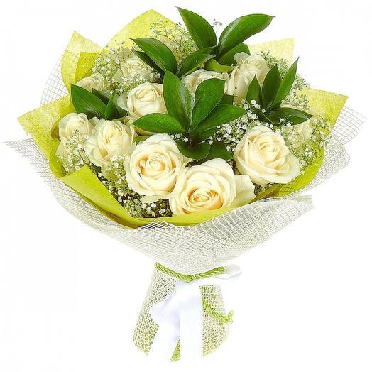 15 белых роз 60 см с зеленью: букеты цветов на заказ Flowwow