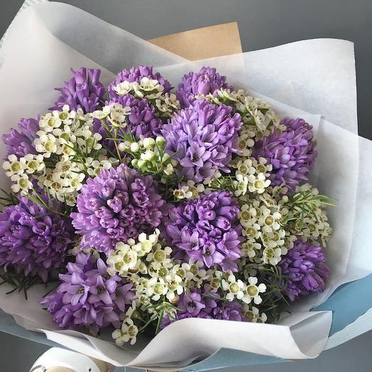 Букет из гиацинтов и веточек хамелациума: букеты цветов на заказ Flowwow