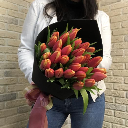 21 тюльпан в чёрном