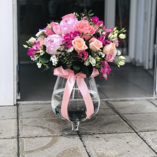 Аквариум с цветами и рыбкой🤩: букеты цветов на заказ Flowwow