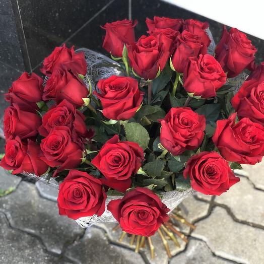 Букет алая роза: букеты цветов на заказ Flowwow
