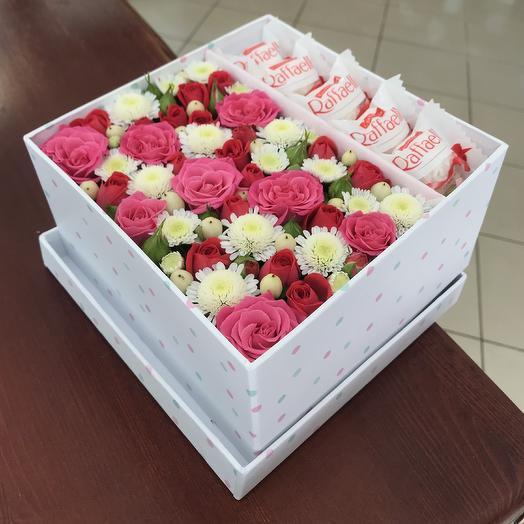 Яркая цветочная коробочка с рафаэлло