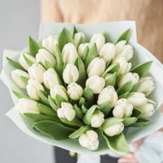 Шикарные белые тюльпаны: букеты цветов на заказ Flowwow