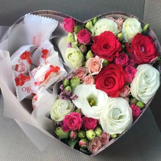 """Розы и раффаело в коробке """"Притяжение"""""""