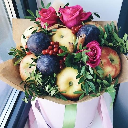 фруктовый букет с яблоками и розами