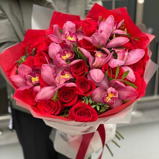 Букет с красными розами Бурж