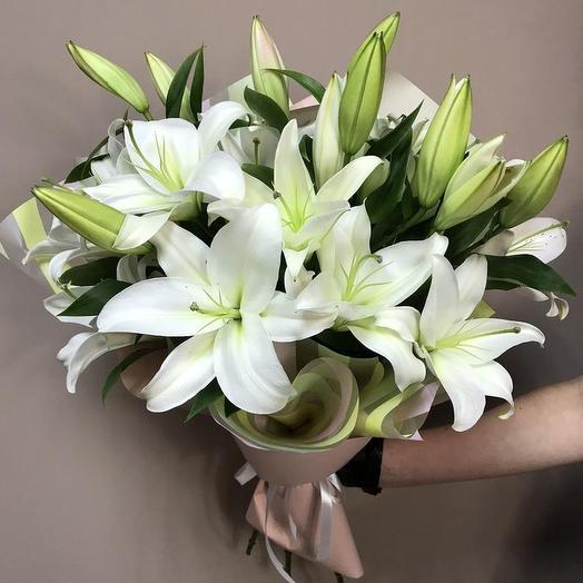 7 белоснежных лилии