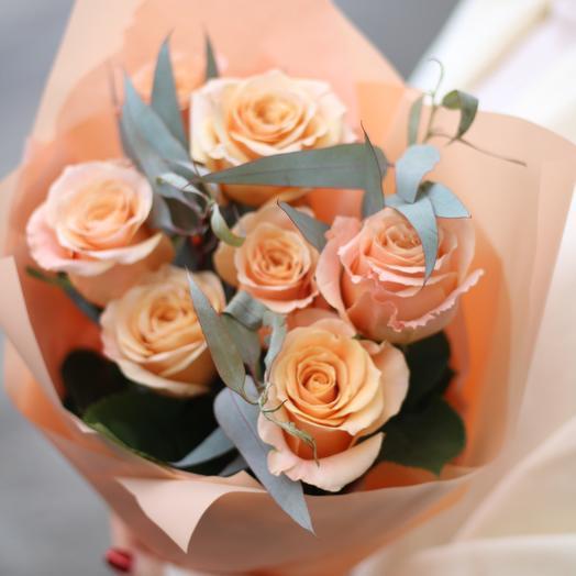 Пионовидная роза «Шиммер» c эвкалиптом